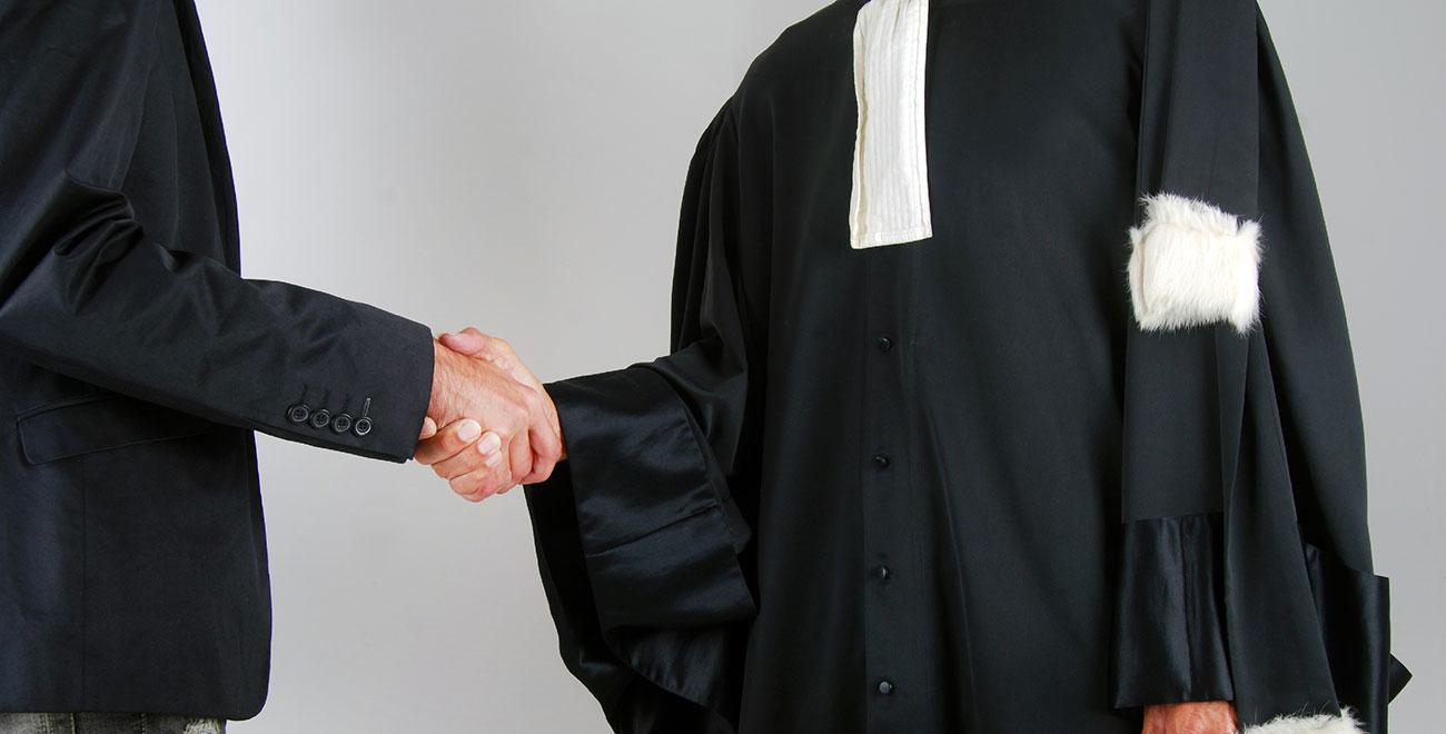 Pourquoi désigner un avocat quand on a été mis en examen dans une instruction criminelle ou correctionnelle ?
